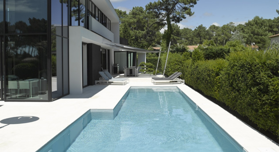 Construction r novation de piscines adonis paysages for Piscine couloir de nage